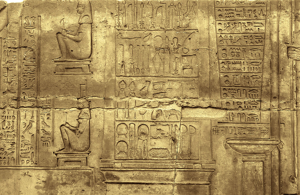 Medical-instruments-image-at-the-Temple-of-Kom-Ombo